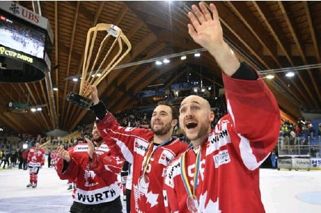 ?? GIAN EHRENZELLER/THE ASSOCIATED PRESS ?? Former Leafs forward P.A. Parenteau, centre, helped Canada win the Spengler Cup, one of five tournaments the national team used to evaluate players.