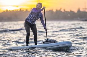 ??  ?? Susi Pudjiastuti, an accomplished paddleboarder, takes to the water near her hometown of Pangandaran, Indonesia.