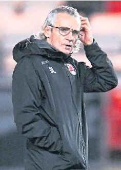 ??  ?? CUP RIVALS: Saints boss Callum Davidson has used Clyde's busy spell to watch the side led by Danny Lennon, above.