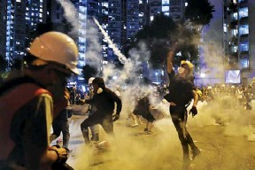 ??  ?? Protesters throw back tear gas fired by the police in Wong Tai Sin during a general strike in Hong Kong on August 5, 2019, as simultaneous rallies were held across seven districts. (AFP)