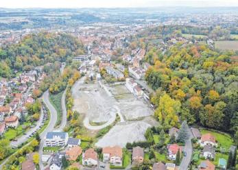 ?? FOTO: REISCH ?? Im Ravensburger Osten entstehen auf dem Rinker-areal etwa 330 neue Wohnungen in zwölf Gebäuden.
