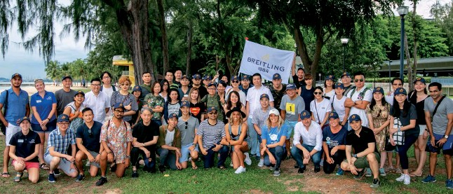 ??  ?? COASTAL CLEAN-UP Breitling Southeast Asia and Ocean Conservancy rounded up more than 100 employees, acquaintances, students, and members of the media to scour the beach for non-biodegradable waste at East Coast Park Singapore
