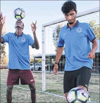 ?? PHOTO: Justin Jenvey ?? NEW SIGNINGS: Kenyan-born Patrick Sibomana crossing from Wodonga Heart and Italian signing Matteo Shuaipi add more talent up forward.