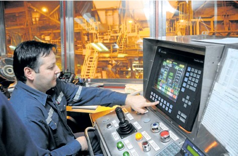 ?? FILE PHOTO ?? Converter aisle bubble operator Claudio Cacciotti works flash furnace at the Vale smelter complex in Copper Cliff in this file photo. Columnist Stan Sudol says Sudbury's mining operations have helped shaped Canada.