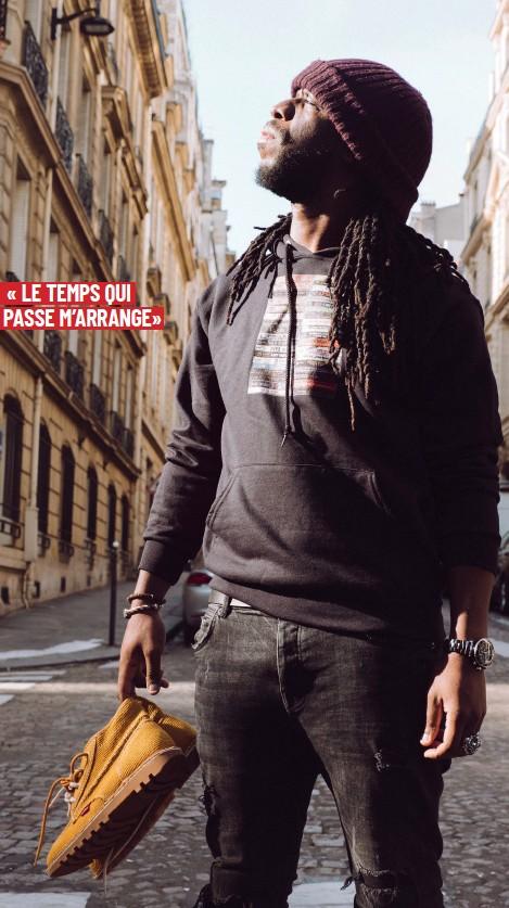 ??  ?? Youssoupha porte des Kickers Neotreck collection Printemps Eté 2019