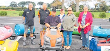 ??  ?? Volunteer Bill Schrader at the wheel with Karl Newport (South Taranaki Panel and Paint) John Burling (Carac Group), Wendy Foreman (Neighbourhood Support), Tanya Grant (First Call Maintenance), and Carol Curtis Neighbourhood Support).