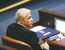 ?? ALEX KOLOMOISKY/AGENCE FRANCE-PRESSE/GETTY IMAGES ?? Yair Lapid, leader of the Yesh Atid party, attends the swearing-in ceremony of Israel's Knesset (parliament) in Jerusalem.