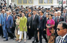 ??   Xinhua ?? CHINESE President Xi Jinping, his wife Peng Liyuan and Indonesian President Joko Widodo and his wife Iriana take part in a symbolic stroll with other Asian and African leaders to commemorate the 1955 Bandung Conference in Bandung, Indonesia, in April 2015. The conference shaped the future of Afro-Asian and anti-colonial solidarity and South-South co-operation .