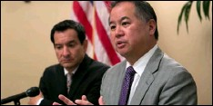 ??  ?? In this June 13 file photo, Assemblyman Phil Ting, D-San Francisco (right) discusses the state budget next to Assembly Speaker Anthony Rendon, D-Paramount, in Sacramento. AP PhoTo/RIch PedRoncellI,FIle