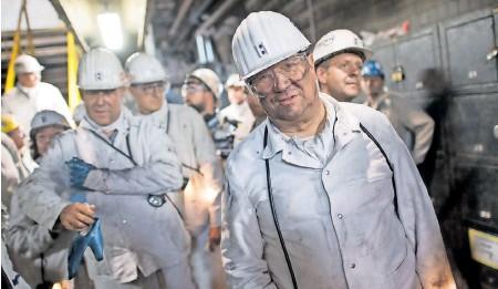?? FOTO: FEDERICO GAMBARINI/DPA ?? Als Sohn eines Bergmanns hat Armin Laschet ein Herz für den Kohlebergbau. Als Bundeskanzler müsste er umdenken.