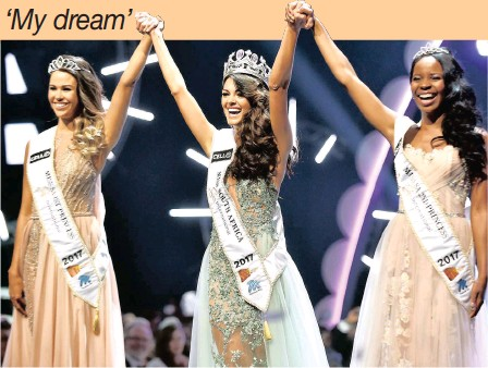 ?? PICTURE: THOBILE MATHONSI ?? Demi-Leigh Nel-Peters, 21, was crowned Miss South Africa 2017 at Sun City last night. She is flanked by first princess Ade van Heerden and second princess Boipelo Moabe.