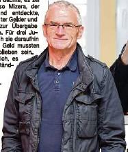 """?? ?? Bernd Mizera (69) versuchte, """"den Fehler zu finden"""", bekam keine Hilfe aus dem Rathaus und eine Abfuhr von der Orts-Chefin. Hans-Jürgen Behr (74), einst CDU-Mitglied und lange Chef im Hochland, schaltete sich prompt ein, als seine Nachfolgerin in Bedrängnis geriet."""