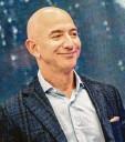 ?? Foto: Andrej Sokolow, dpa ?? Multimilliardär Jeff Bezos betreibt im te‰ xanischen Van Horn seinen Raketen‰ startplatz.