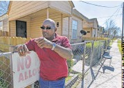 ?? Steve Gonzales / Houston Chronicle file ?? Audry Releford points to where his unarmed son, Kenny, was fatally shot by a police officer in 2012.