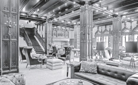 ?? ALAN SHORTALL ?? The lobby of the Chicago Athletic Association Hotel, which opened in May and once housed the city's exclusive athletic club.