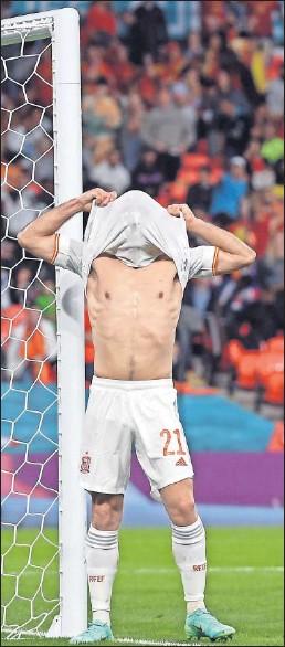 ??  ?? Oyarzabal se lamenta tras fallar, de cabeza, una clara ocasión de gol.