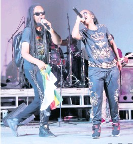 ?? PHOTO BY STEPHANIE LYEW ?? South African artistes Don Dada (left) and Seed Under share the spotlight at Jamaica Live, held at The Serengeti, Hope Zoo.