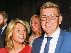 ??  ?? Unternehmer des Jahres 2020 ist Jens Holzapfel mit seiner Ehefrau Kathrin. Er führt die Galvanotechnik Holzapfel in Georgenthal.