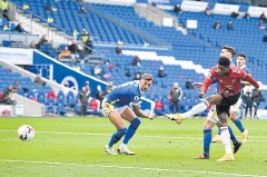 ??  ?? BRIL­LIANT EF­FORT: Manch­ester United's Mar­cus Rash­ford, right, scores his team's sec­ond goal at the Amer­i­can Ex­press Com­mu­nity Sta­dium in Brighton.