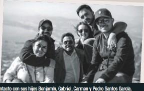 ??  ?? Su familia es su pilar. Aun con la distancia, siempre está en contacto con sus hijos Benjamín, Gabriel, Carmen y Pedro Santos García.