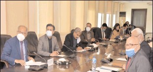 ??  ?? ISLAMABAD Federal Minister for Finance and Revenue, Dr. Abdul Hafeez Shaikh chairing the meeting of the National Price Monitoring Committee (NPMC) to review the price trend of essential commodities. -APP
