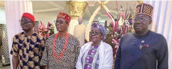 ??  ?? The excos with the traditional ruler of Aba before the investiture
