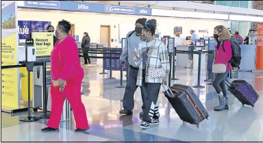 ?? ALEXA WELCH EDLUND/ TIMES-DISPATCH ?? A line of passengers arrived Tuesday at the Spirit Airlines check-in counter at Richmond International Airport.