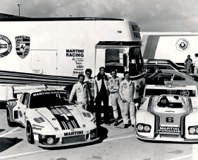 ??  ?? Above left: 1971 – S-Y 32 seen here during its brief spell in Gulf colours Above right: 1976 – Martini Racing 935 and 936, with matching transporter. Drivers in the foreground are Manfred Schurti, Rolf Stommelen, Jochen Mass and Jacky Ickx