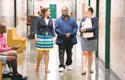 ?? BARRY WILLIAMS/FOR NEW YORK DAILY NEWS ?? Qulon McCain (center) walks with his attorney Thalia Karny (r.) and Andrea Nieves, another attorney with New York County Defender Services, in 2019. He graduated Friday from Manhattan Mental Health Court.
