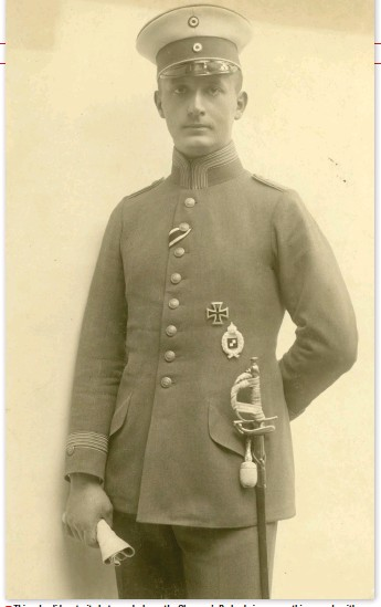 ??  ?? ■ This splendid portrait photograph shows the Observer's Badge being worn – this example with an Imperial Crown.