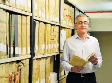 ?? EFE / JAVIER BLASCO ?? El historiador oscense Carlos Garcés, que ha recuperado la tragedia sufrida por Juana Lalana.