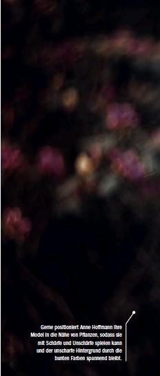 ??  ?? Gerne positioniert Anne Hoffmann ihre Model in die Nähe von Pflanzen, sodass sie mit Schärfe und Unschärfe spielen kann und der unscharfe Hintergrund durch die bunten Farben spannend bleibt.