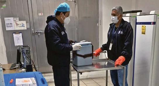 ?? CORTESÍA ?? kEn Guayaquil se dio ayer el simulacro sobre manejo de las primeras vacunas de Pfizer, que arriban la semana entrante. El Centro de Vacunas del MSP fue una sede.