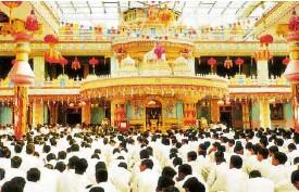??  ?? Assembly hall of the ashram