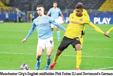 ??  ?? Manchester City's English midfielder Phil Foden (L) and Dortmund's German forward Ansgar Knauff vie for the ball during the UEFA Champions League quarter-final second leg football match between BVB Borussia Dortmund and Manchester City in Dortmund. - AFP photo