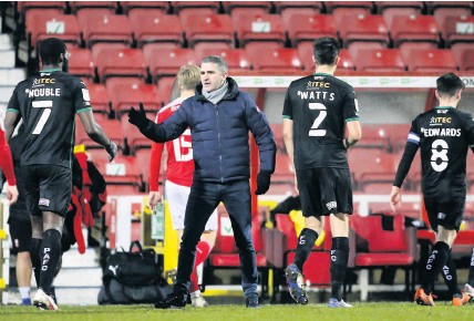 ?? Dave Rowntree/PPAUK ?? > Ryan Lowe praises his players as they walk off after a 2-0 victory at Swindon Town