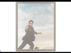 ??  ?? En la pantalla del Zoom, u na foto de Oscar Bony de la colección de Julio Crivelli. La conversación completa puede verse en el canal de YouTube de BAphoto.