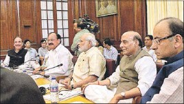 ?? PM Narendra Modi, Rajnath Singh, Arun Jaitley, M Venkaiah Naidu and Congress Leader Ghulam Nabi Azad in New Delhi on Monday. ARVIND YADAV/ HT PHOTO ??