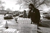 ?? Karen Pulfer Focht / Associated Press ?? Thousands of bottles of water are given away Sunday to residents in Memphis, Tenn.