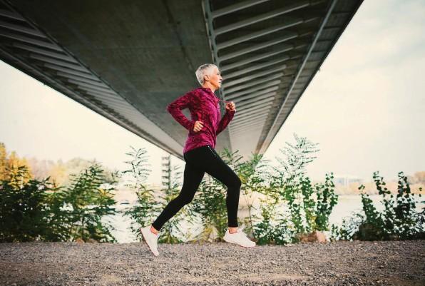 ?? Foto: Getty Images ?? Östrogene halten die Lust an Bewegung am Laufen. Schwierig wirds darum, wenn der Hormonspiegel sinkt.