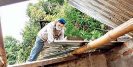 ??  ?? Apoyo. La familia necesita materiales para reconstruir el techo, ya que son de escasos recursos.