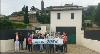 ??  ?? Pas contre l'installation d'une antenne-relais, mais pas ici : ça gronde chez les riverains, au pied du village historique de Plascassier. (Photo P. F.)
