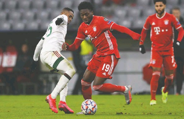 ?? ANDREAS GEBERT / REUTERS FILES ?? Bayern Munich's Alphonso Davies, above in action against Lokomotiv Moscow on Dec. 9, was named one of the best 11 players on the planet last season.