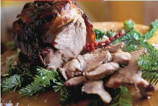 ??  ?? Roast pork loin with maple glaze is even easy to make, but absolutely satisfying.