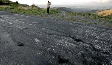 ?? PHOTO: DEAN KOZANIC/STUFF ?? Signs of burnouts on Summit Rd.