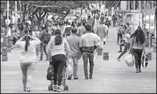 ?? PATRICIO TERÁN/ EL COMERCIO ?? Las aglomeraciones son un problema en la capital, sobre todo en arterias principales como la Naciones Unidas, en el norte de ■uito.