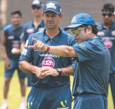 ??  ?? TOP DE­BUT: Ricky Ponting joined Sachin Ten­dulkar to work won­ders with Mum­bai, in the In­dian Premier League.