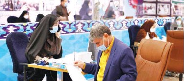 ?? Agence France-presse ?? An Iranian man registers his candidacy for presidential elections in Tehran on Tuesday.