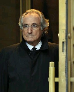 """?? TIMOTHY A. CLARY/AFP/GETTY FILE PHOTO ?? The strongest case against Bernie Madoff's claim that his deceit began in 1992 is his history of lying, court filings claim. He is """"a witness who admits to lying for a living."""""""