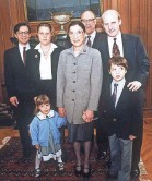 ?? DOUG MILLS/AP ?? Justice Ruth Bader Ginsburg with her family at the Supreme Court in 1993. From left: son-in-law George Spera, daughter Jane Ginsburg, husband Martin and son James Ginsburg. In front are grandchildren Clara and Paul Spera.